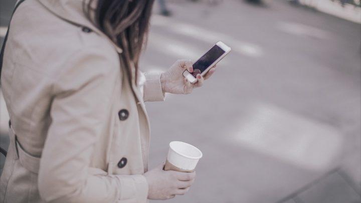 Akıllı telefon zombileri: Her 5 kazadan birine yaya cep telefonu kullanıcıları sebep oluyor