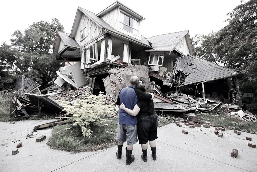 Deprem sırasında ve sonrasında neler yapılmalı, deprem çantasında neler olmalı?