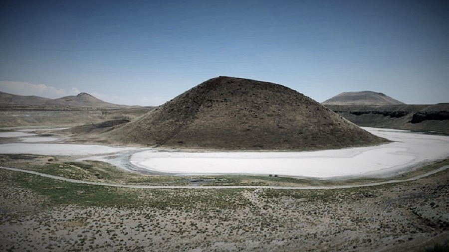 Kuşlar bile küsüp gitti; Dünyanın Nazar Boncuğu' Meke Gölü'nde Bir Damla Su Kalmadı