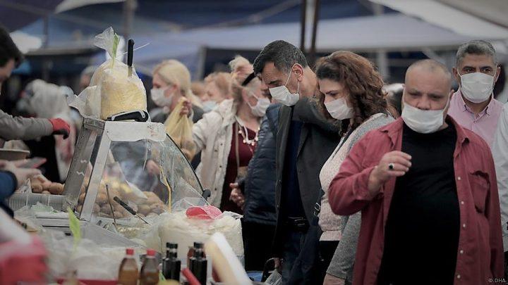 'Virüsü gençler bulaştırıyor, yaşlılar ölüyor'