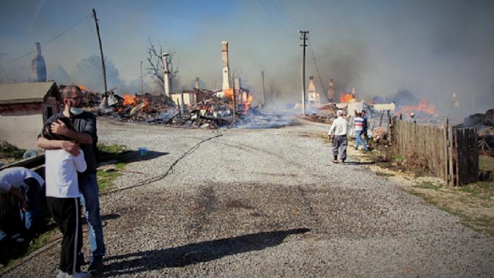 Bolu'da yangın! 12 ahşap ev ile ahırlar yandı